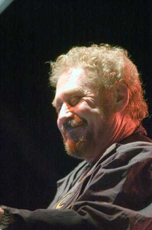 conley singles If you lived in the 1980s and listened to country music, you were very familiar with earl thomas conley his music was constantly in.