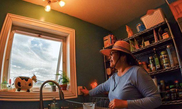 Volunteer workers learn 'bííghah, héí'