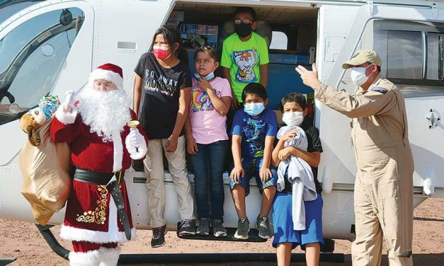 'Christmas in June': Veterans group flies Santa Claus to Chinle