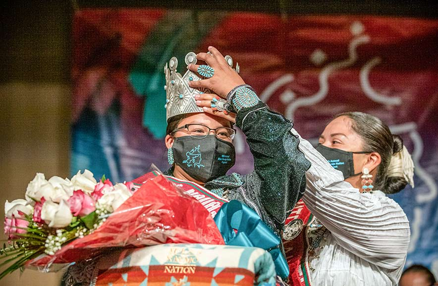 Living in 2 worlds: Piñon, Ariz., woman earns Miss Navajo Nation title